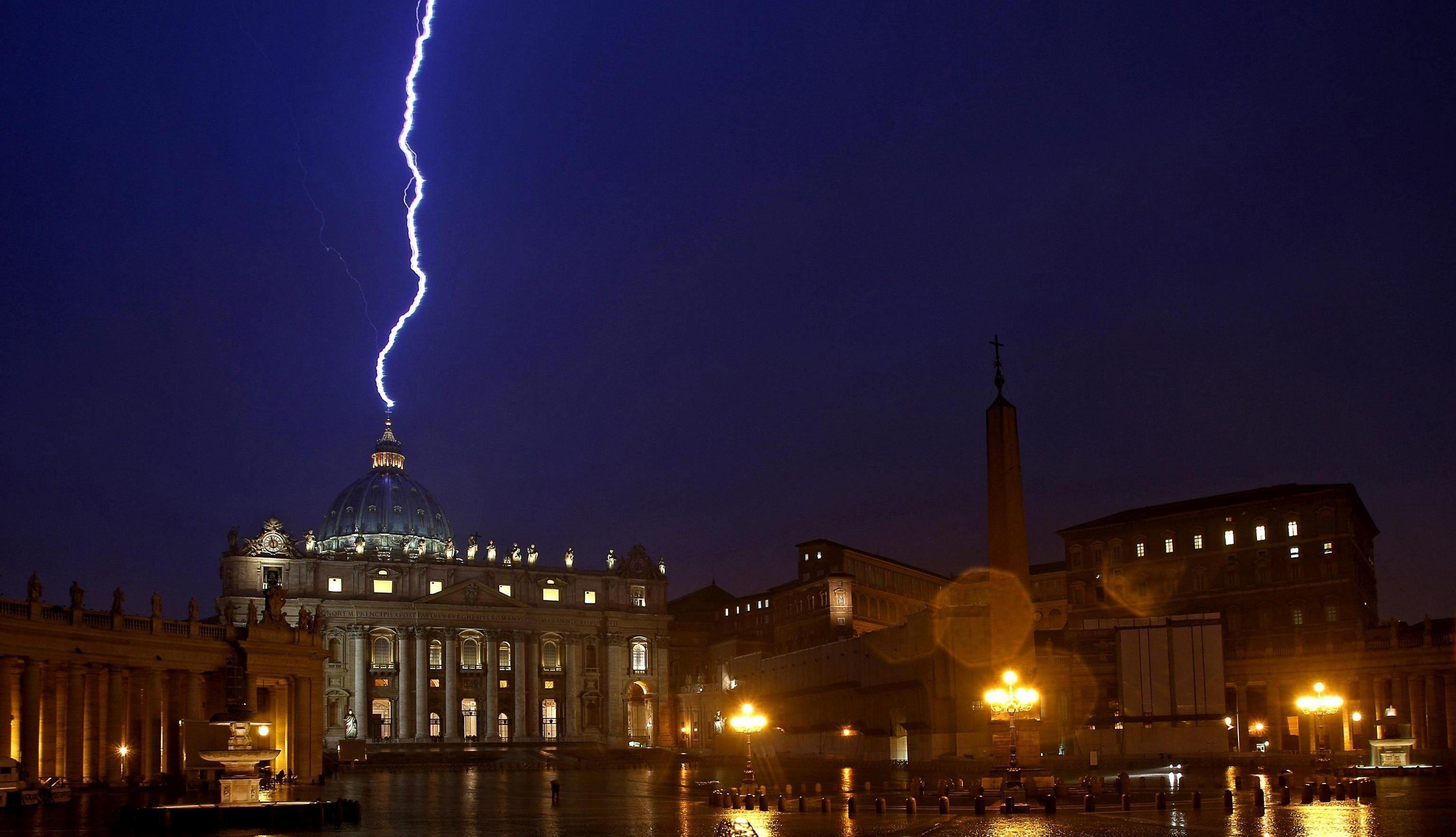 Rayo sobre el Vaticano